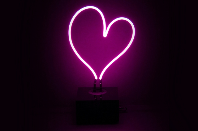 neon-mfg-desktop-heart